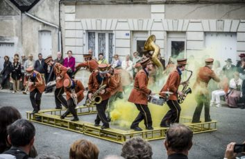 Days of street performers
